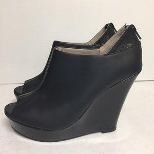Seychelles Black Leather Size 8 Wedge Heel